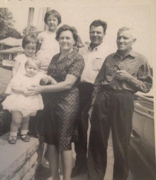 Maria Tonus and Vittorio Pagotto with son Luigi Pagotto and grandchildren.JPG